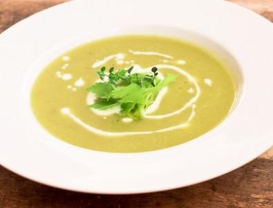 Крем-суп из сельдерея с хрустящим цикорием
